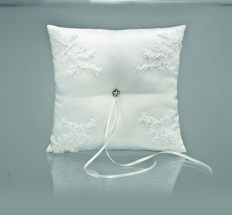 coussin porte alliances blanc en vente enghien les bains chez j organise mon mariage. Black Bedroom Furniture Sets. Home Design Ideas