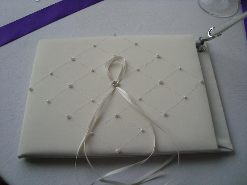 livre d 39 or ivoire perl avec son stylo cadeau pour mari s accessoires mariage. Black Bedroom Furniture Sets. Home Design Ideas