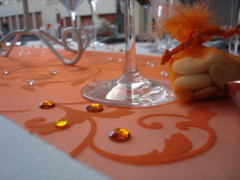 Chemin de table pas cher arabesque orange - Chemin de table orange ...